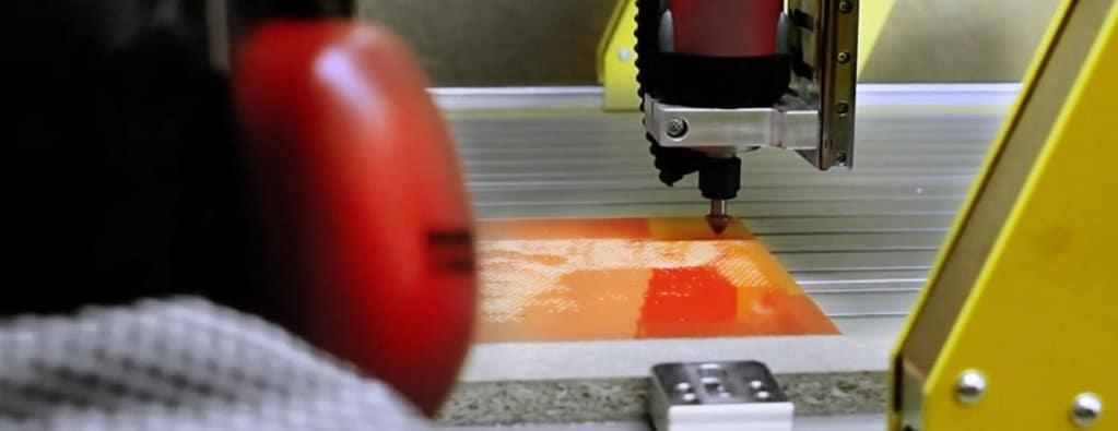 Mitarbeiter bei der Produktion eines hålvtone Wandbildes